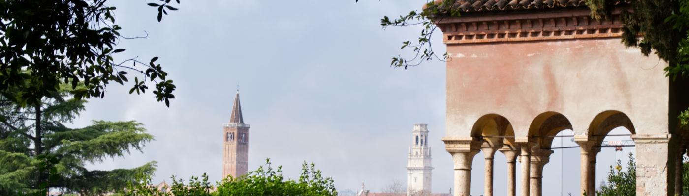 Blick über die Türme von Verona vom Giardino Giusti aus