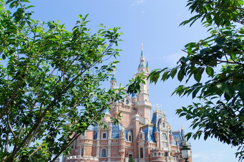 Das riesige Schloss im Herzen von Shanghai Disneyland