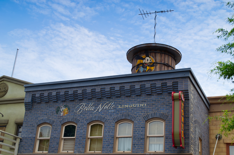 Fassade eines Restaurants auf der Mickey Avenue