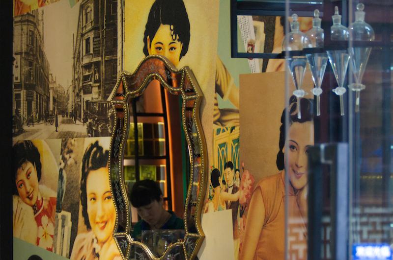 Das Shanghai Girl in einem Geschäft