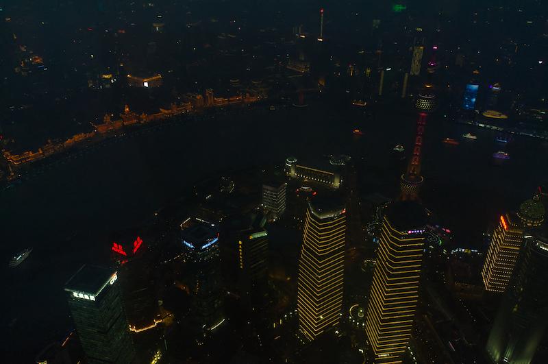 Die Lichter der Stadt vom Shanghai Tower aus