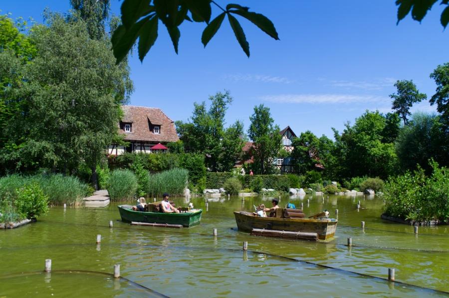 Boote auf dem Dorfweiher