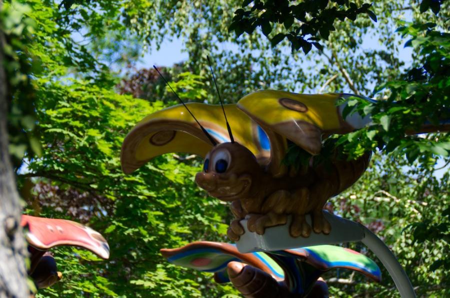 Kinderland mit Schmetterling-Bahn