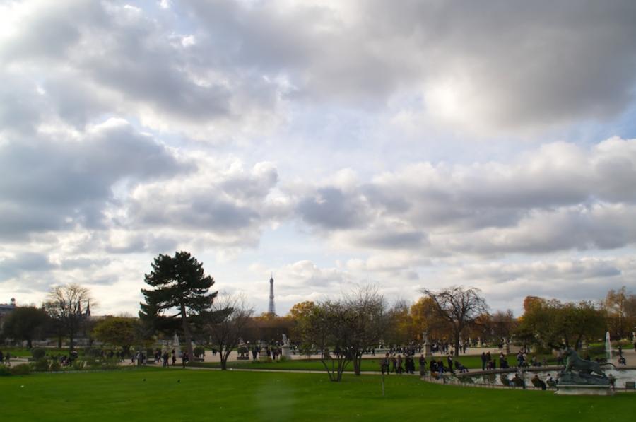 Blick über die Tuilerien hinüber zum Eiffelturm