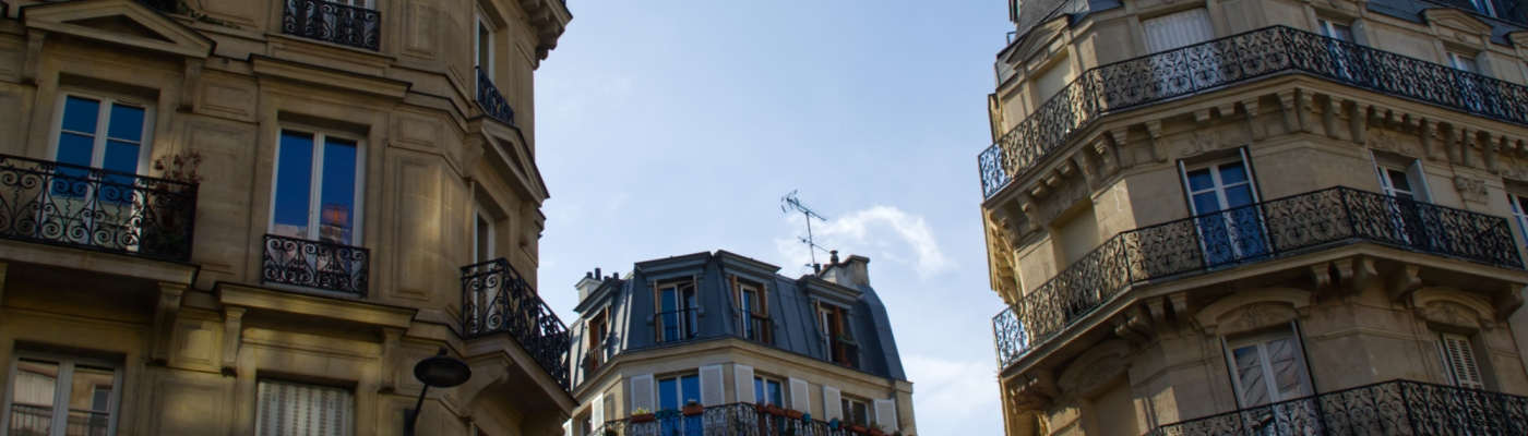 Drei Häuser in Paris