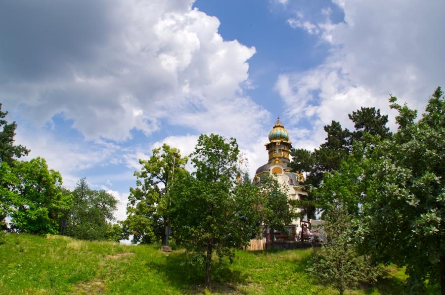 Der kleine Pavilion im Zuckerbäcker-Stil