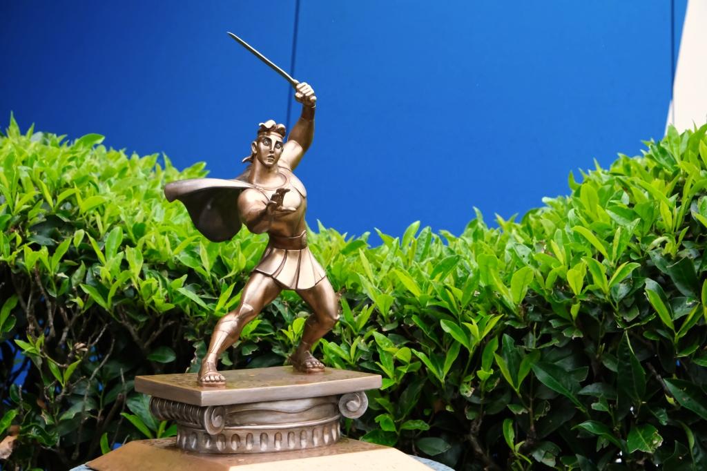 Kleine Herkules-Statue in den Walt Disney Studios