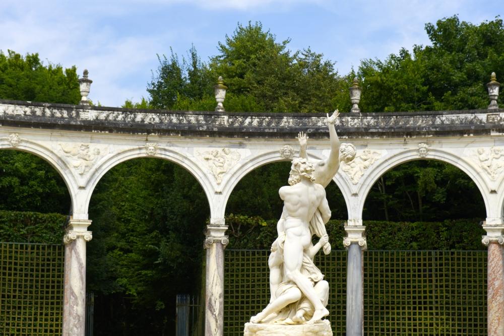 Statuen im Reigen